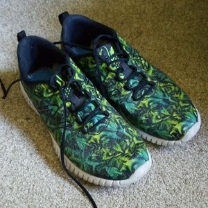 New Balance green leaf print athletic sneakers 11